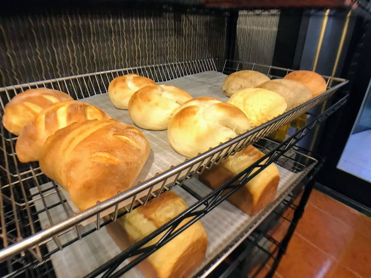 【台南|中西區】五吉堂麵包店|見紅就營業的神秘麵包店
