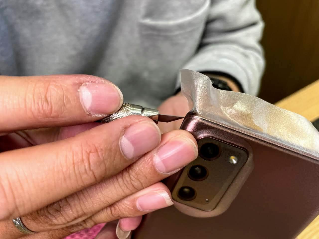 馬尼通訊 / 多元化手機續約方案 / 手起刀落的包膜技巧 / 台南永康