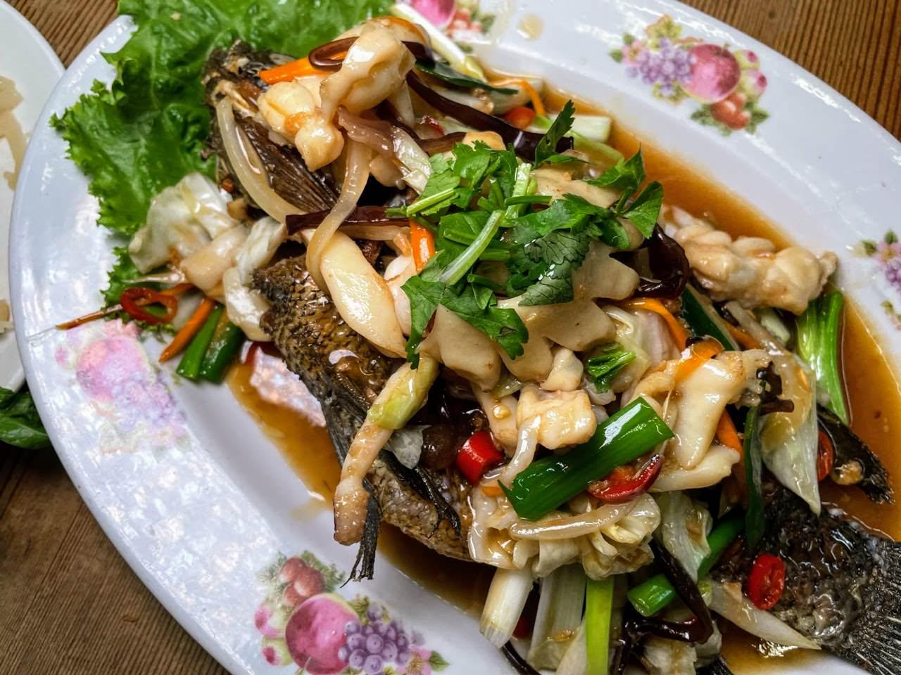 台灣小吃古董民藝。嘉義隱藏版的台灣道地好滋味 好吃的粉肝、筍絲大腸與無敵煎魚!