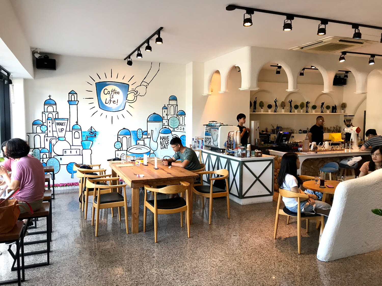 |艾緹咖啡 AT Coffee|Coffee is life|河岸的地中海風格咖啡廳|不只咖啡還有讓人難忘的巴斯克 [台南 安平]