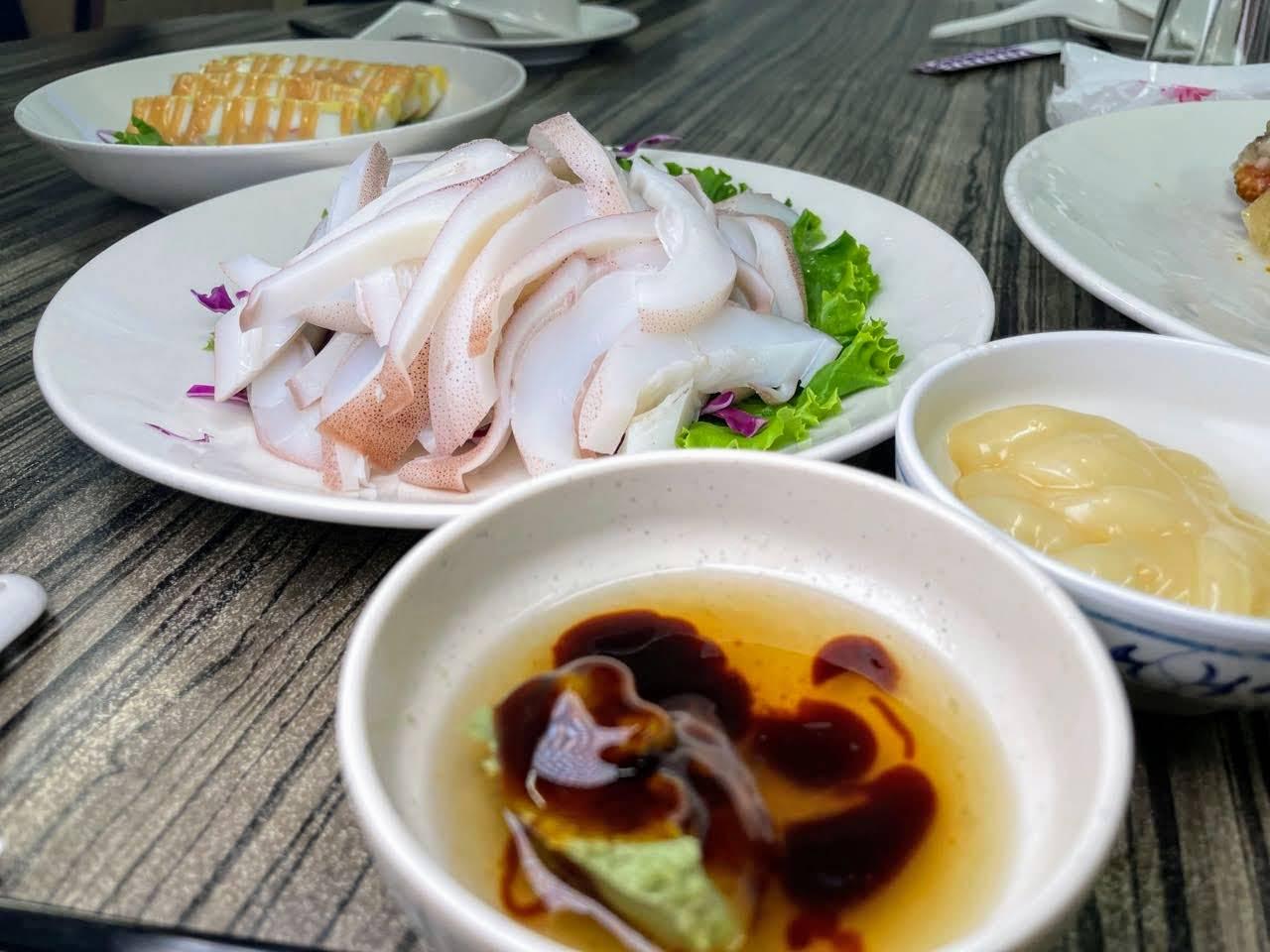 新村小吃部。澎湖也有好吃的甕仔雞跟難忘的招牌雞汁飯