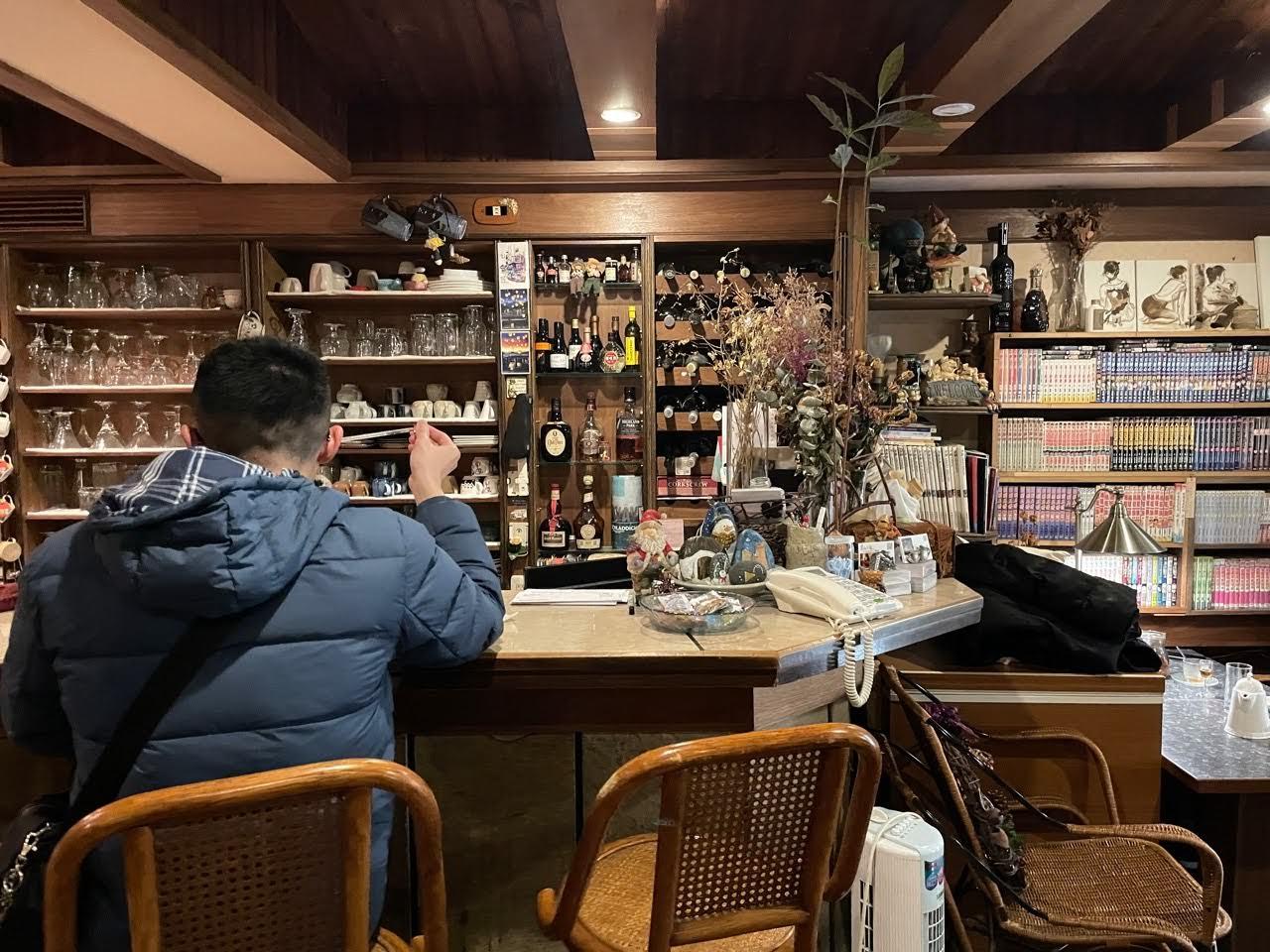 蒙地卡羅咖啡館。十七又二分之一巷的美麗魔法小屋