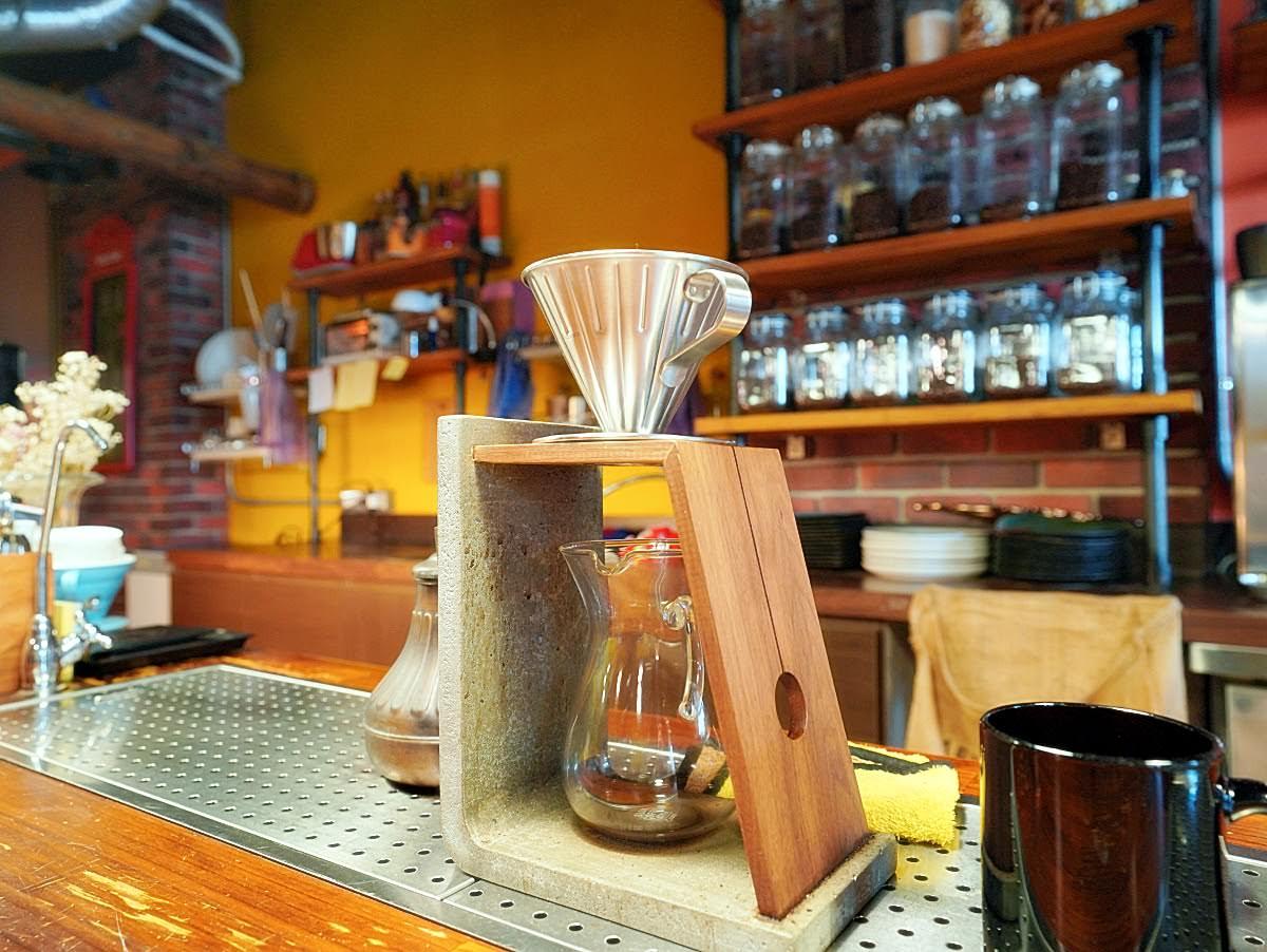狐獴咖啡館。澎湖溫馨木質風格小店|酷酷的超人美麗版娘